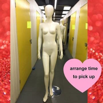 ConMiGo 201 White Female Mannequin with White Faceless Face / Used / Self Pick Up