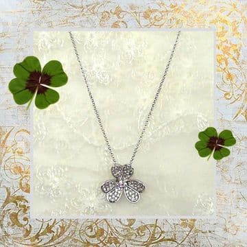 PA10150 - A shimmering lucky Irish shamrock pendent
