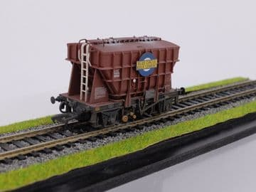 38-270A Presflo 22T Cement Wagon Blue Circle Cement Lightly Weathered