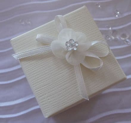 Wedding Favour box with bow