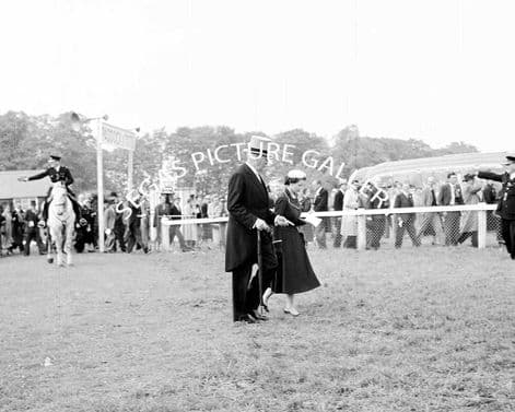 HM The Queen at the 1955 Oaks